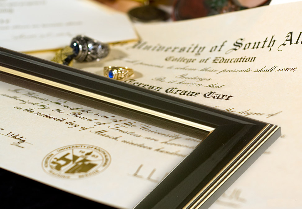 custom picture frames with classic designs and wood finishes, perfect for diplomas and offices